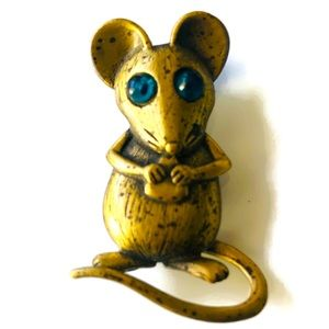 JJ signed brooch pin. Gold tone mouse W/green eyes